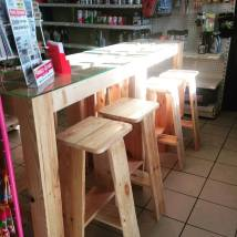 TAKARI - Vito Baduel - Tables et tabourets en palettes