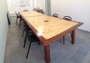 Table de réunion en bois de palettes et Angélique - Bees Work - TAKARI