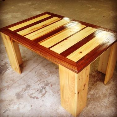Table basse en palettes et bois de Guyane - Takari Design